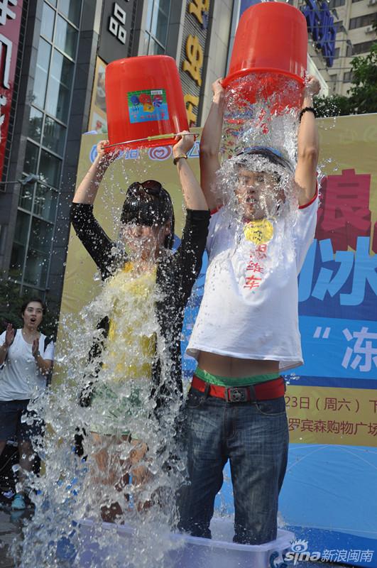 #厦门冰桶挑战#引围观 点名传递爱心