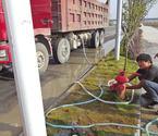 工程车涉嫌偷水被抓