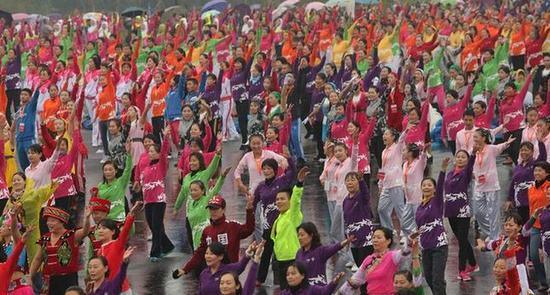 杭州25703人同跳一支舞 创造新吉尼斯纪录