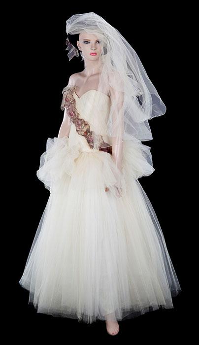 麦当娜穿着过的婚纱