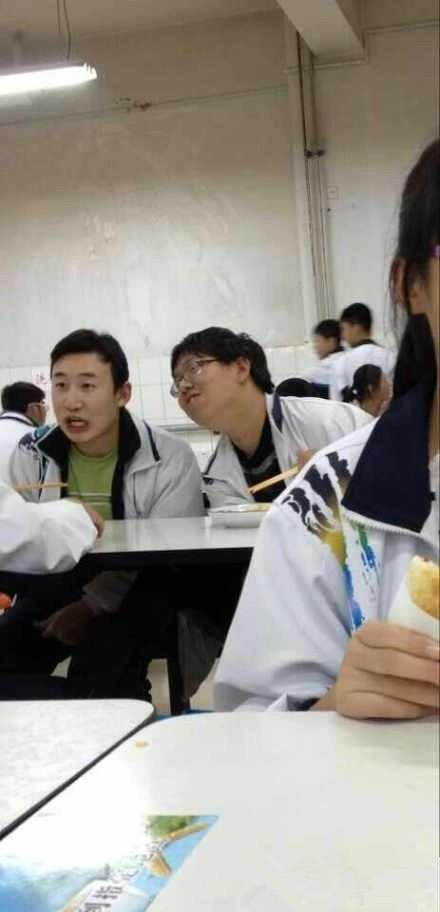 高中生撞脸李光洙
