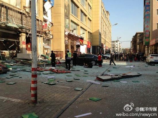 宁夏一家餐厅发生巨烈爆炸满地碎玻璃