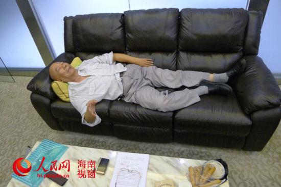 广西71岁老人海口讨债 绝食4昼夜逼债主现身(图)