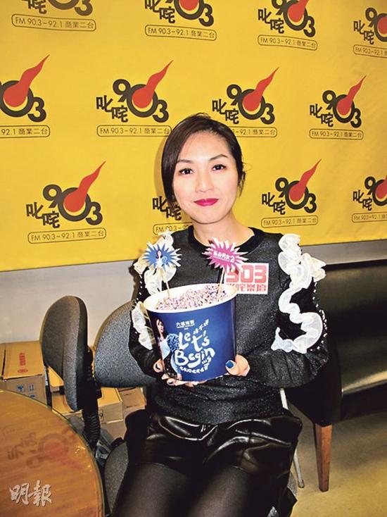 杨千嬅新片票房大卖,明年红馆个唱还加场,可谓双喜临门。