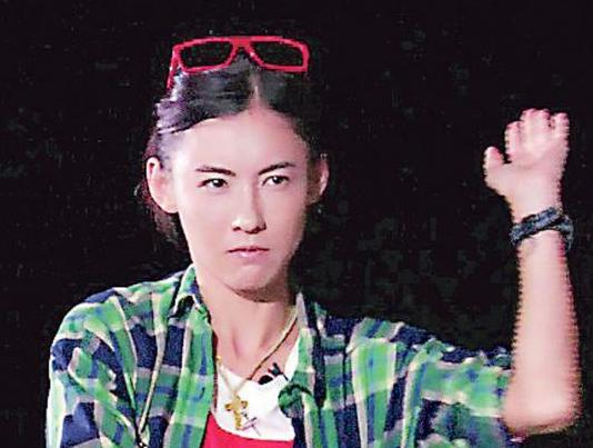 张柏芝怪姿势跳舞