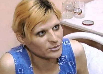 38岁俄男星挥刀自宫 满手鲜血求救邻居