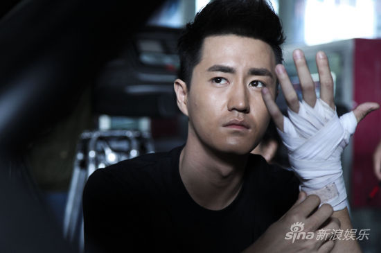 但是随着网络剧《匆匆那年》的热播,饰演男主角陈寻的杨玏人气大增,初