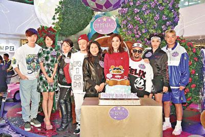 阿Sa被送蛋糕预祝生日