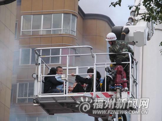 华林花园灯饰公司发生火灾 286名群众被疏散