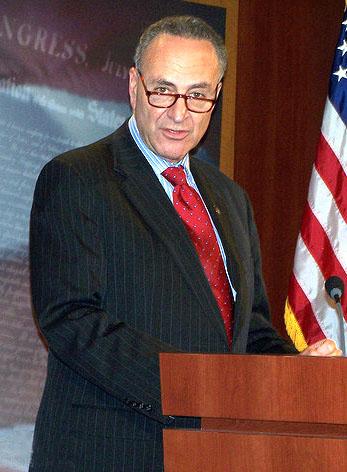 领带搭配方面都很在行,别觉得美国国务卿戴什么领带你也跟一