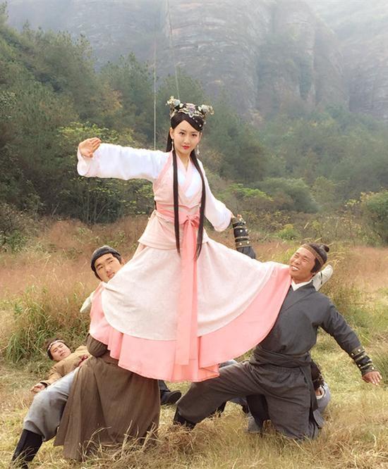女生前沿>电视新浪娱乐讯由陈浩民[微博],王鸥主演的电视剧偶像剧正文剧本图片
