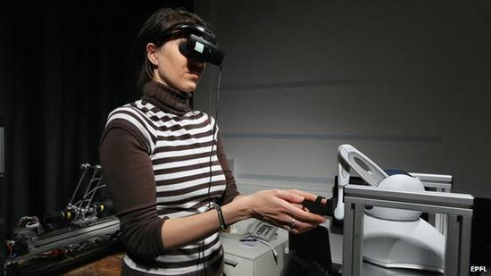在这个实验中,研究人员让一些参与者感受到了房间里有鬼魂存在。