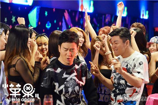 T-ara与筷子兄弟爆笑出演韩版《小苹果》