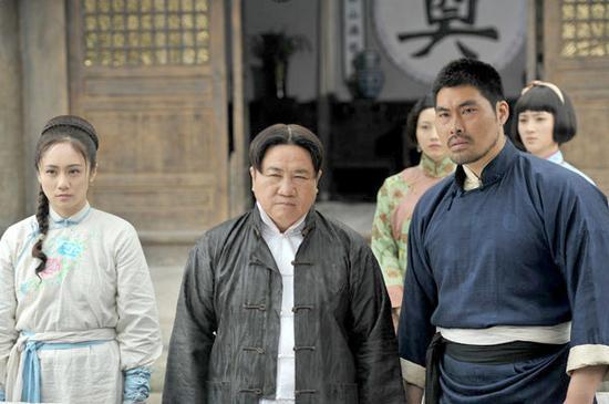 左起哈儿义妹李若云(刘云饰)、方哈儿(刘流饰)、文秀(马京京饰)