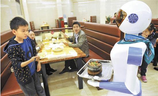 慈溪一家餐厅雇佣机器人当跑堂