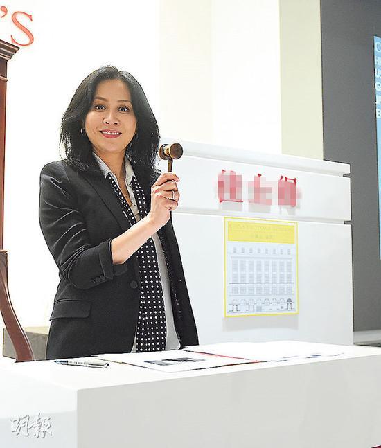 刘嘉玲应邀出席慈善拍卖筹款
