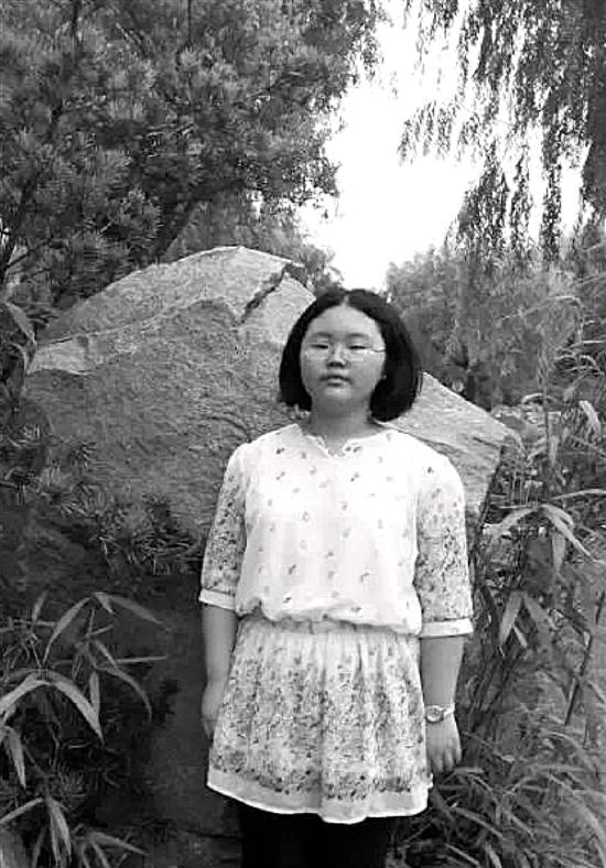 尤依晴,女,今年13岁半,身高162cm,体重170斤,看上去有些胖。