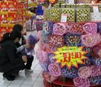 卖场巧克力在做促销活动