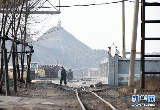 辽宁阜新一煤矿因矿震引发煤尘燃烧 24人死亡