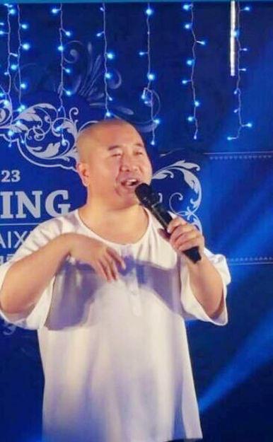 唐山最牛婚礼:婚车总价2亿 李湘主持张卫健到场