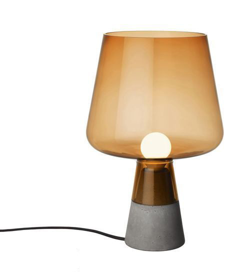 质感的底座和视觉体验舒适的玻璃灯罩——这款台灯由挪威设计师magnus