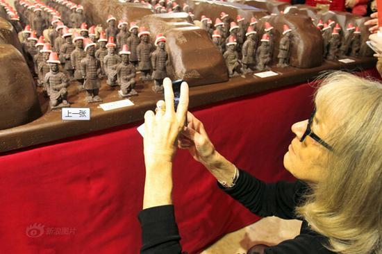"""西安商家推出巧克力""""兵马俑"""""""