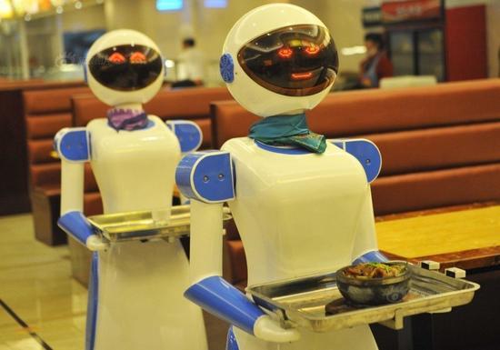 """机器人餐厅当跑堂 造价6万会说""""请慢用"""""""