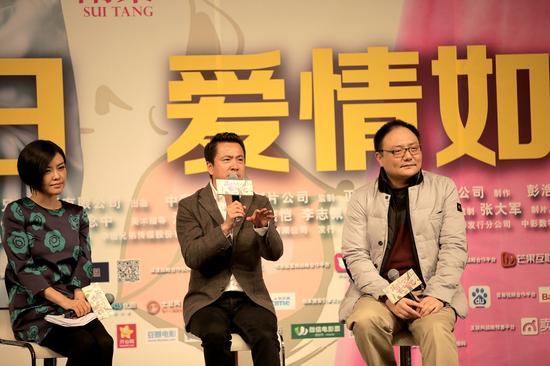 """王中磊向同学讲述自己横店录制""""撒娇包""""视频"""