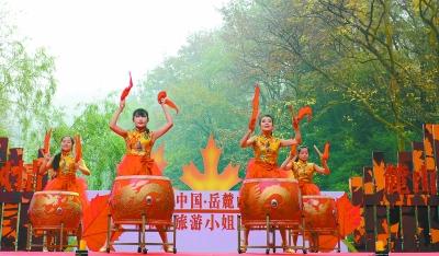 岳麓山红枫节开幕美女穿着a美女打鼓(图)美丽的最美女图片