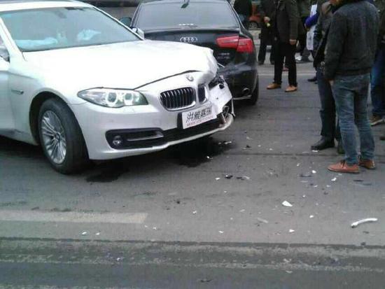 事故车辆受损严重。