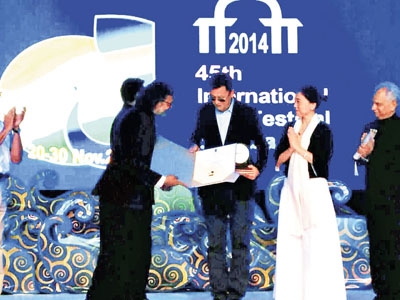 王家卫在印度获颁终身成就奖。