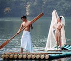 情侣张家界拍裸体婚纱照