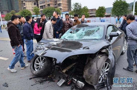 湖南郴州发生一起车祸女环卫工当场死亡