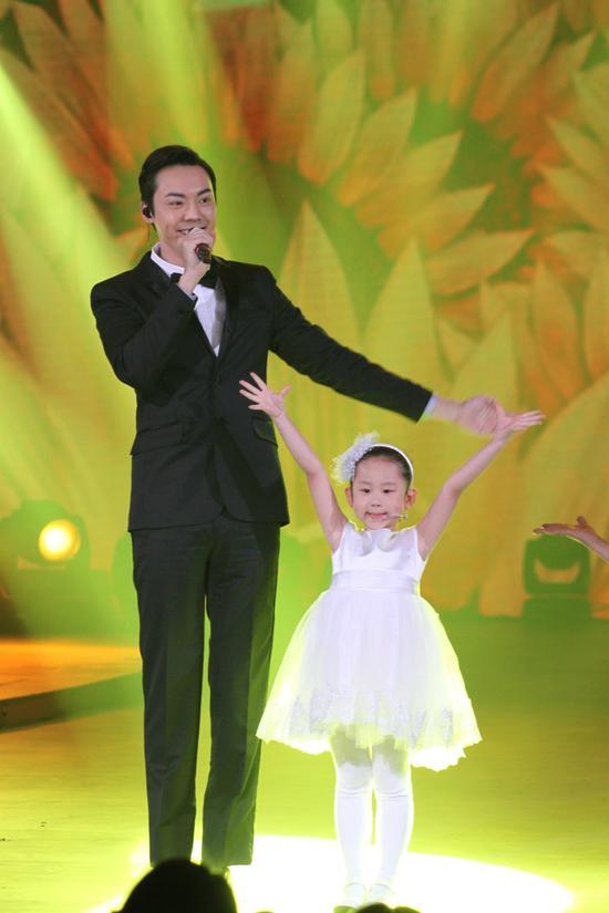 陈伟霆与可爱的孩子