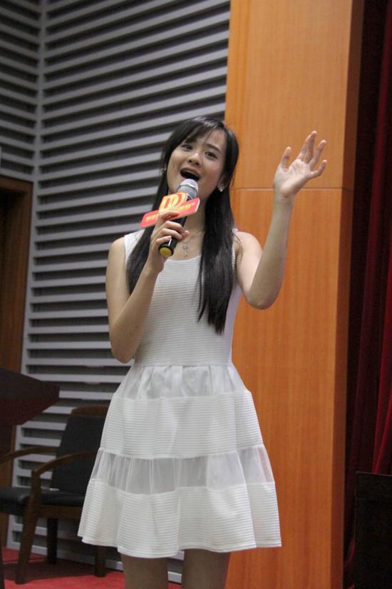 陈永馨现场献唱电影主题曲《给小孩》