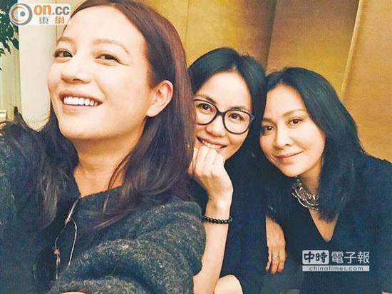 赵薇王菲刘嘉玲三姐妹合照