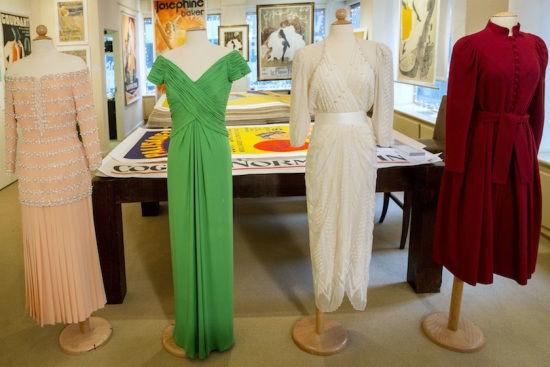 图为拍卖的戴安娜王妃的军服。