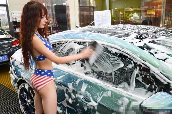 常州现比基尼美女洗车