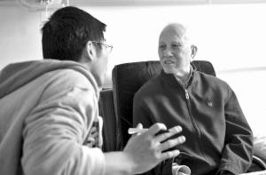 2011年,记者在第一医院采访张更生。记者刘波摄