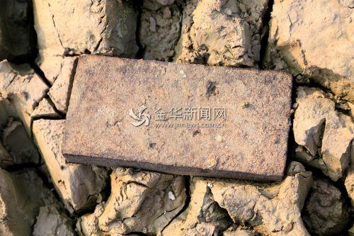 金华安地水库见底现神秘墓穴和村落(组图)