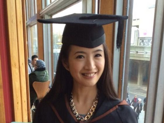 林依晨甜美毕业照