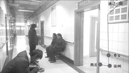 9日,刘治国的家人焦急地守在重症监护室门外。齐鲁晚报记者张伟摄