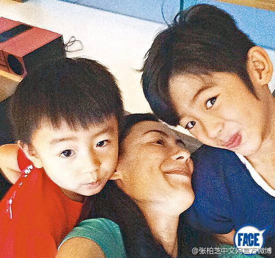 张柏芝和两儿子鬼马自拍