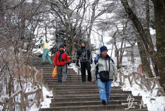 """黄山启动""""降雪模式"""" 第二场雪下的不小"""
