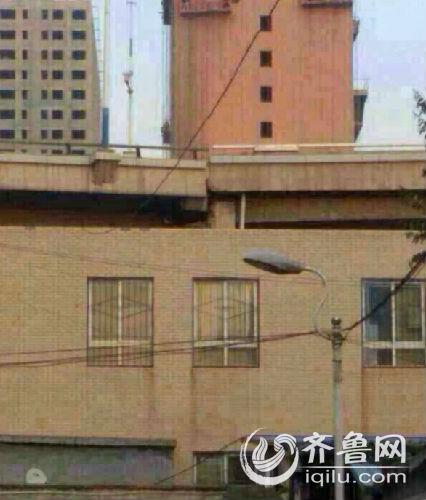 网传济南北园高架和顺河高架联通处有一处断裂。