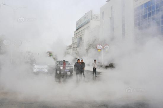 甘肃酒泉供热管网突然泄漏15万人停暖