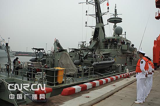 """澳大利亚""""佩里""""号巡逻舰抵达青岛"""