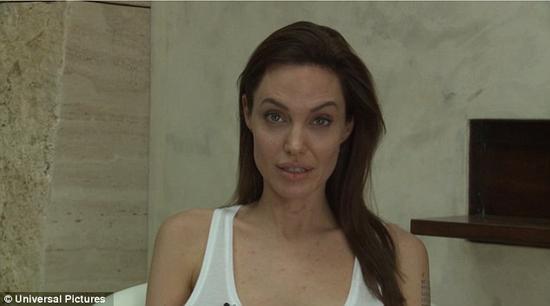 朱莉脸上的水痘清晰可见
