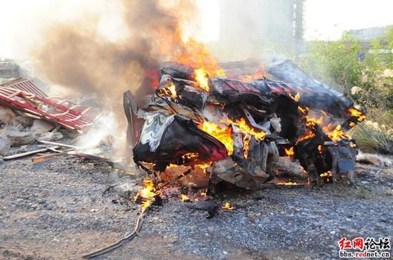 报废车燃烧