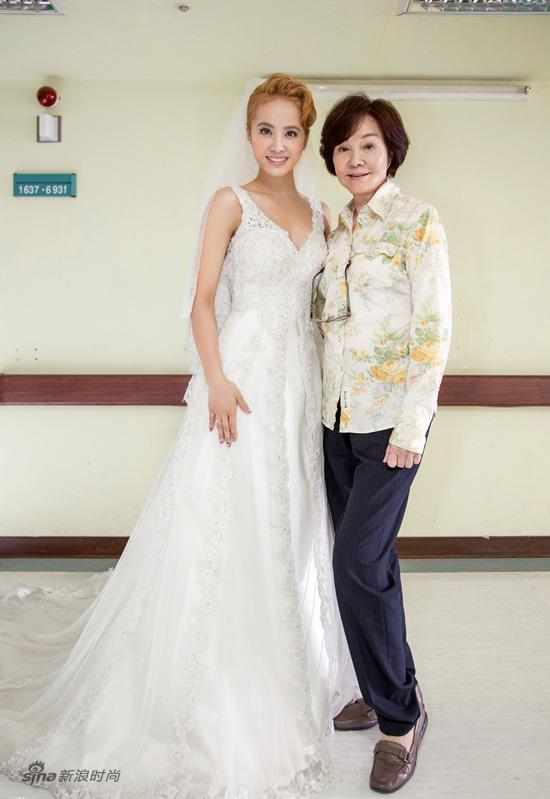蔡依林穿婚纱热吻林心如 上演同性婚礼为同志平权